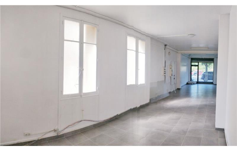 Location Local Commercial 100 m² non divisibles